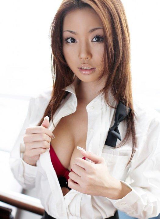 【おっぱい】Gカップの巨乳で痴女られたい女優として大人気だったかすみりさちゃんのおっぱい画像がエロすぎる!【30枚】 29