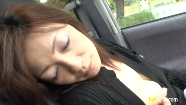 【おっぱい】エッチなことをしたくなっちゃう車の助手席に乗っている女の子のおっぱい画像がエロすぎる!【30枚】 27
