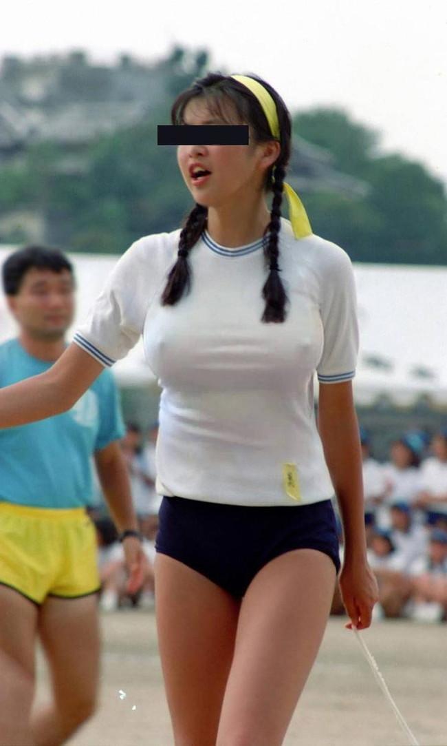 【おっぱい】布に擦れて乳首が勃起しちゃっている乳首ポッチな女の子のおっぱい画像がエロすぎる!【30枚】