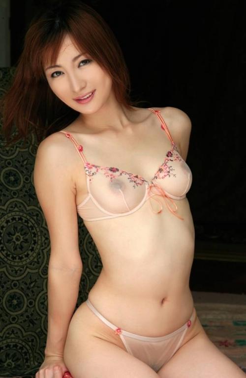 【おっぱい】布に擦れて乳首が勃起しちゃっている乳首ポッチな女の子のおっぱい画像がエロすぎる!【30枚】 06