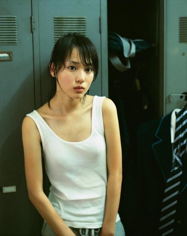 【おっぱい】布に擦れて乳首が勃起しちゃっている乳首ポッチな女の子のおっぱい画像がエロすぎる!【30枚】 15