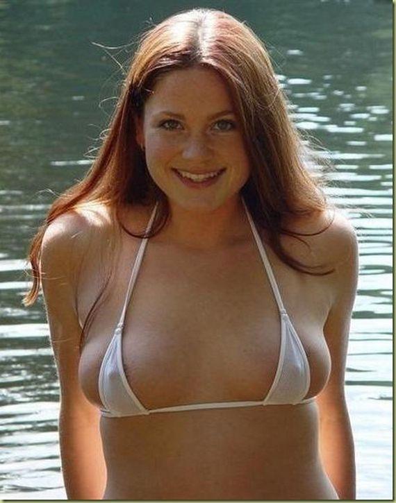 【おっぱい】布に擦れて乳首が勃起しちゃっている乳首ポッチな女の子のおっぱい画像がエロすぎる!【30枚】 17