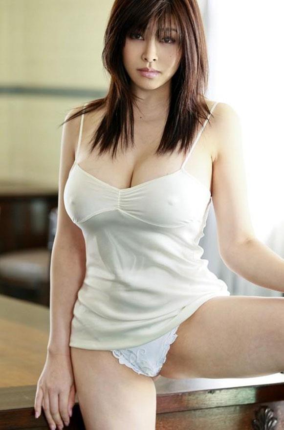 【おっぱい】布に擦れて乳首が勃起しちゃっている乳首ポッチな女の子のおっぱい画像がエロすぎる!【30枚】 24