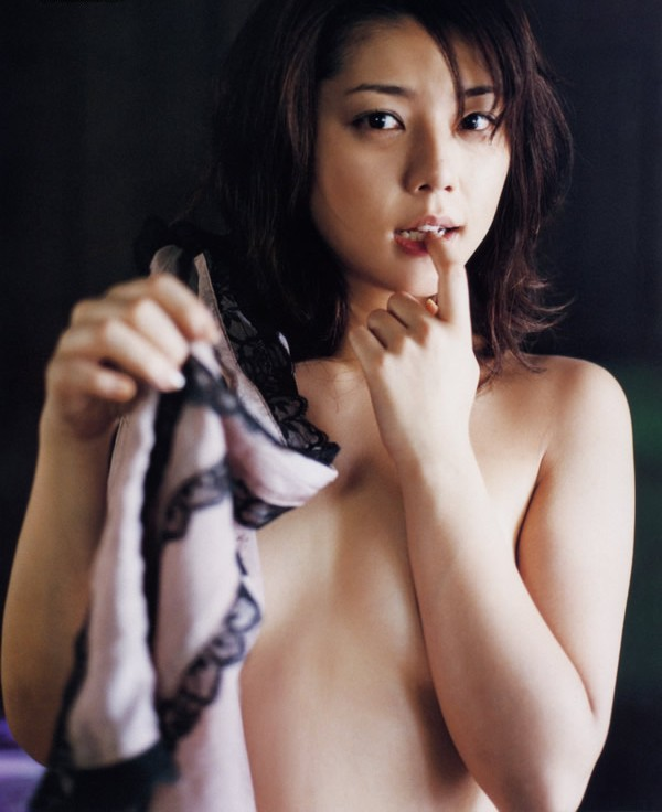【おっぱい】キャンペーンガールからグラビアまで幅広く活躍していた吉岡美穂さんの画像がエロすぎる!【30枚】 27