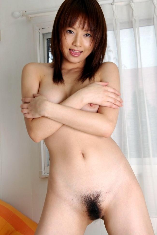 【おっぱい】陰毛がふさふさと生えて触りたくなっちゃうようなあそこをしている女の子のおっぱい画像がエロすぎる!【30枚】 21
