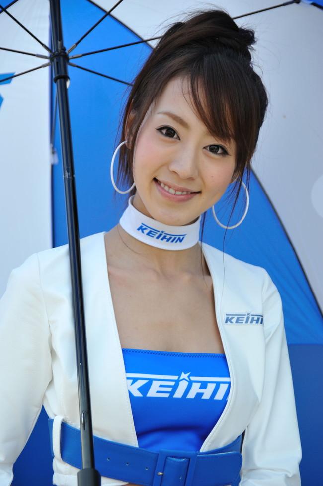 【おっぱい】モータースポーツを盛り上げてくれるレースクイーンの女の子たちのおっぱい画像がエロすぎる!【30枚】 08