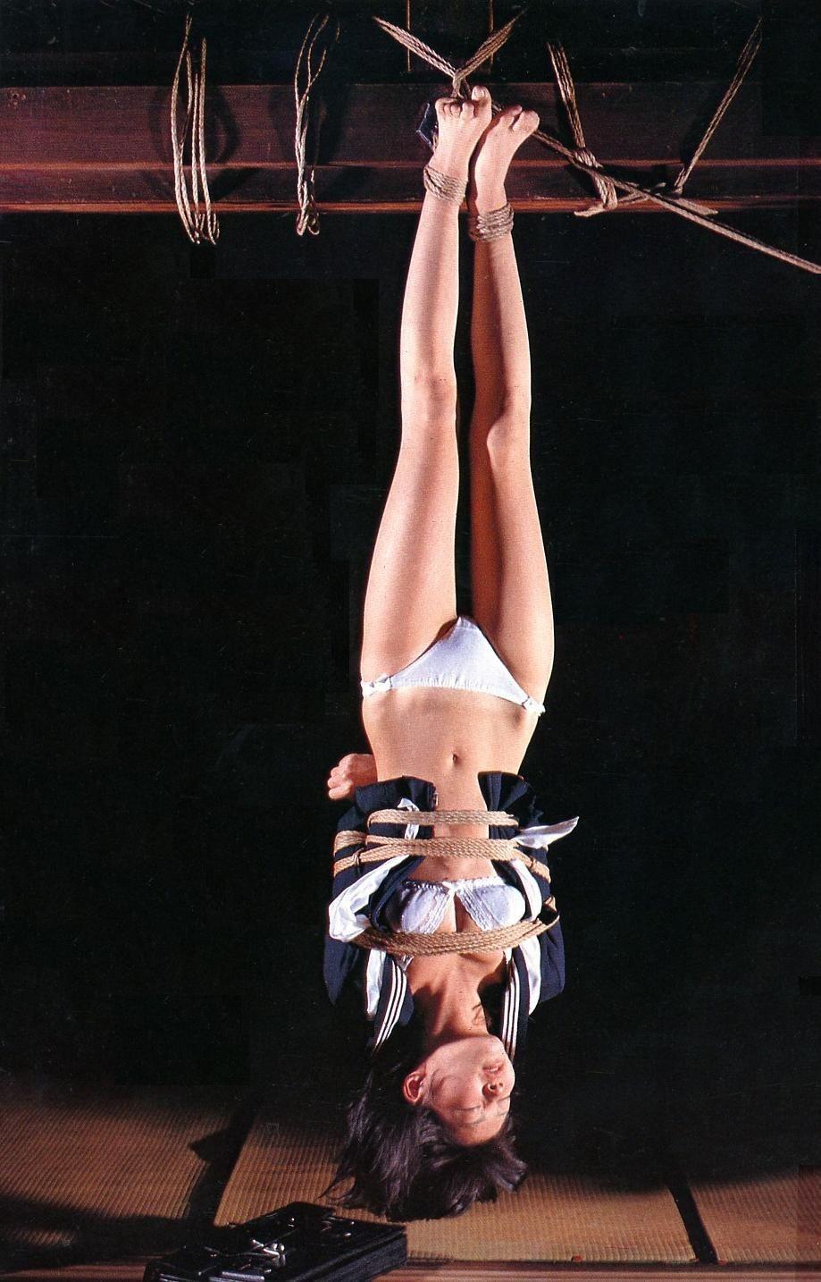 熟女 緊縛 吊り 【おっぱい】緊縛プレイの最高峰!逆さ吊りで縛られちゃって