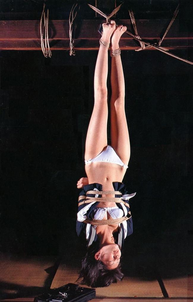 【おっぱい】緊縛プレイの最高峰!逆さ吊りで縛られちゃっている女性のおっぱい画像がエロすぎる!【30枚】 10