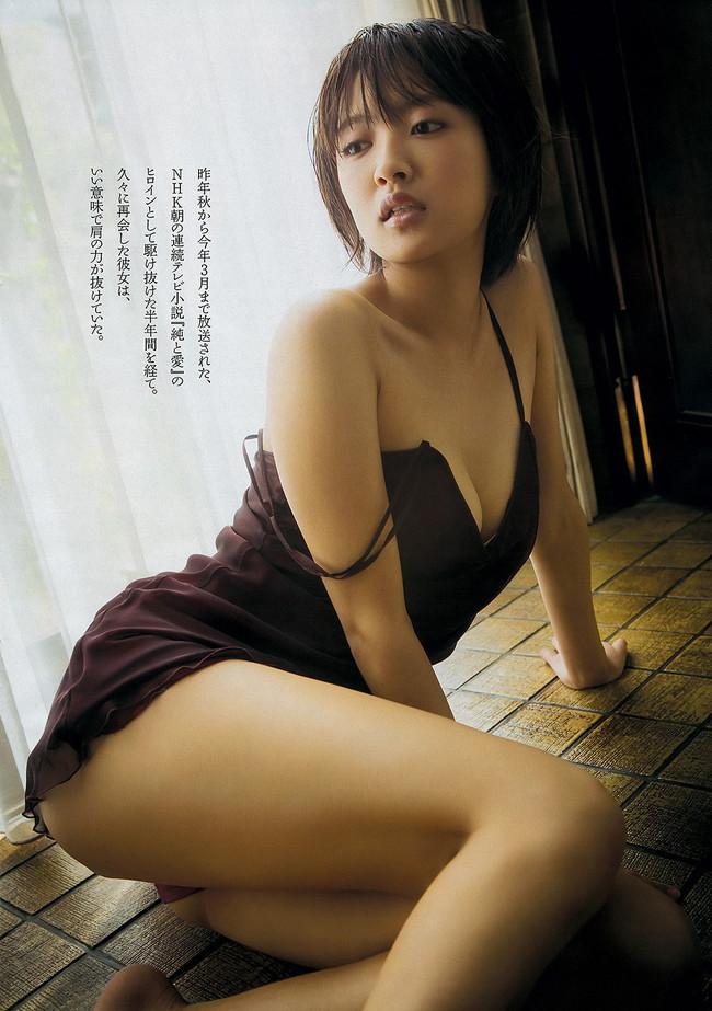 【おっぱい】女優としてもグラビアでもタレントとして大活躍中の夏菜さんの画像がエロすぎる!【30枚】 07