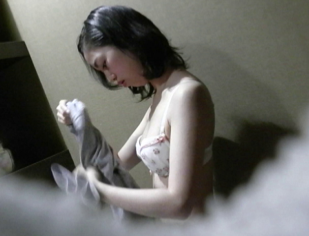 【おっぱい】本当は見ることができないんだけどお風呂の中を盗撮されちゃった女性のおっぱい画像がエロすぎる!【30枚】 20