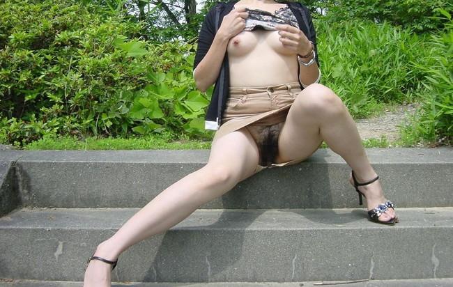 【おっぱい】防御もへったくれもないようなミニスカノーパンな女の子のおっぱい画像がエロすぎる!【30枚】 10