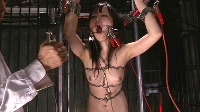 【おっぱい】SMプレイで電流責めをされていっちゃっている女の子のおっぱい画像がエロすぎる!【30枚】 13