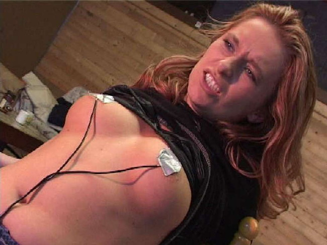 【おっぱい】SMプレイで電流責めをされていっちゃっている女の子のおっぱい画像がエロすぎる!【30枚】 17