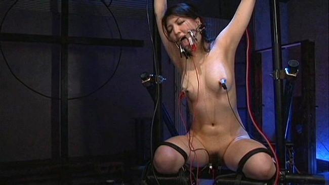 【おっぱい】SMプレイで電流責めをされていっちゃっている女の子のおっぱい画像がエロすぎる!【30枚】 19