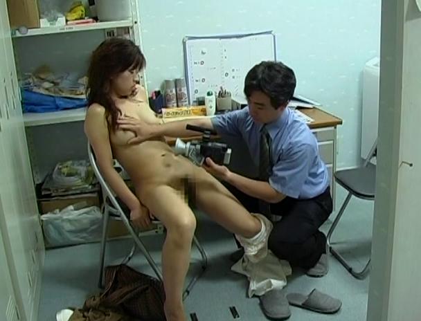 【おっぱい】万引きをしたら体で何もかも払わされた女性のおっぱい画像がエロすぎる!【30枚】 09