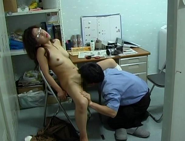 【おっぱい】万引きをしたら体で何もかも払わされた女性のおっぱい画像がエロすぎる!【30枚】 10