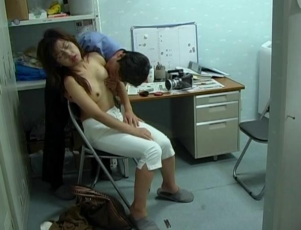 【おっぱい】万引きをしたら体で何もかも払わされた女性のおっぱい画像がエロすぎる!【30枚】 20