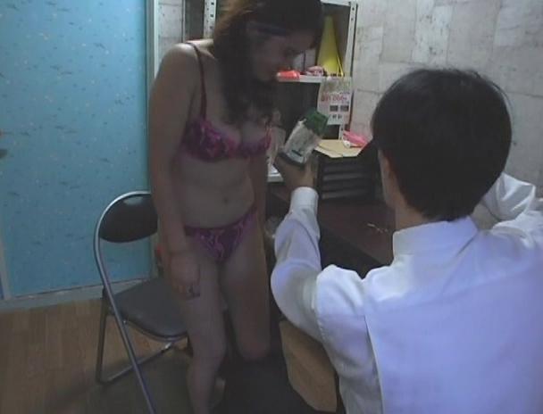【おっぱい】万引きをしたら体で何もかも払わされた女性のおっぱい画像がエロすぎる!【30枚】 23