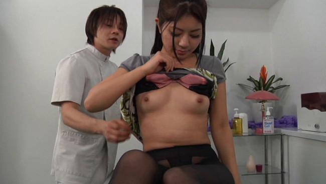 【おっぱい】乳首エステでマッサージされて感じちゃっている女性のおっぱい画像がエロすぎる!【30枚】 26