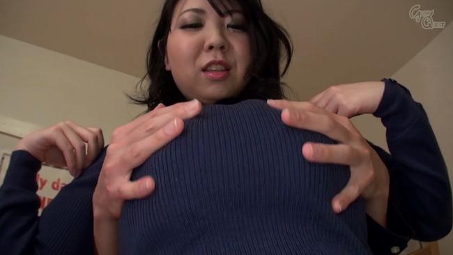 【おっぱい】着衣の上からでもはっきりとわかってしまうような女の子の大きなおっぱい画像がエロすぎる!【30枚】 19