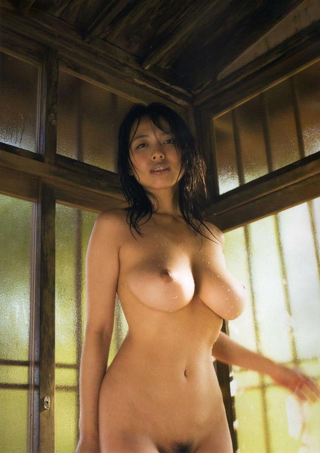 【おっぱい】引退したものの写真集も映画も大ヒットを記録し続けている坂ノ上朝美ちゃんのおっぱい画像がエロすぎる!【30枚】 14