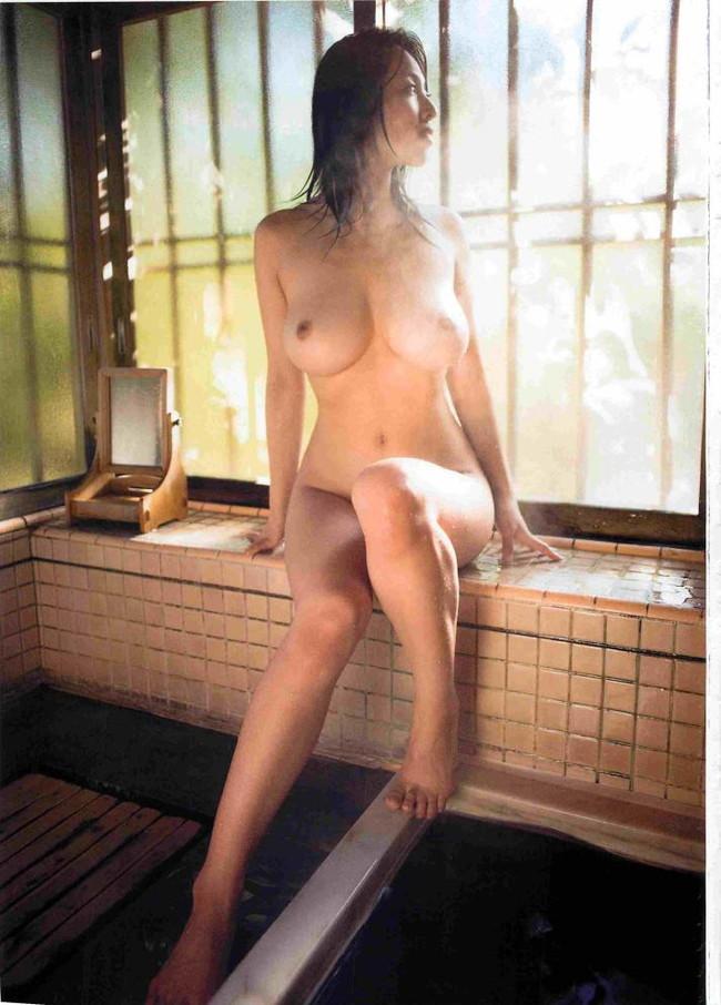 【おっぱい】引退したものの写真集も映画も大ヒットを記録し続けている坂ノ上朝美ちゃんのおっぱい画像がエロすぎる!【30枚】 21