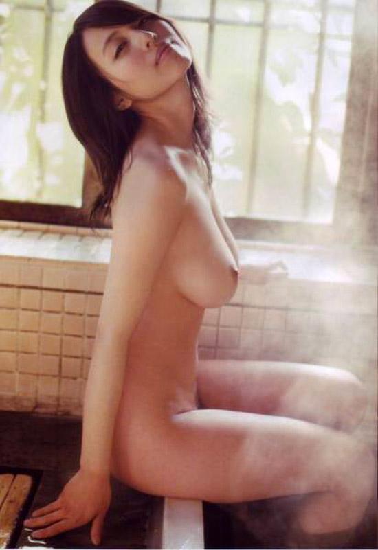 【おっぱい】引退したものの写真集も映画も大ヒットを記録し続けている坂ノ上朝美ちゃんのおっぱい画像がエロすぎる!【30枚】 25