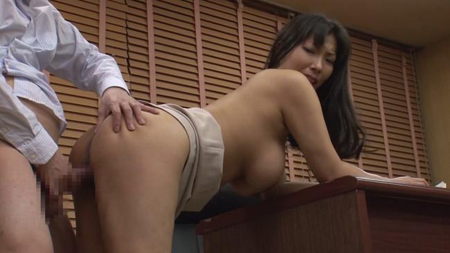 【おっぱい】会社内での飲み会で場所関係なくセックスを始めちゃっているOLさんのおっぱい画像がエロすぎる!【30枚】 11