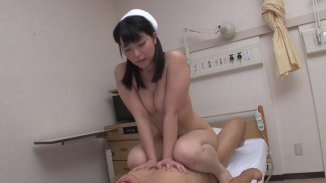 【おっぱい】性欲が溜まっていて我慢できなくてセックスしちゃった看護婦さんのおっぱい画像がエロすぎる!【30枚】 15