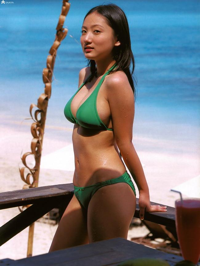 【おっぱい】幼い頃からFカップの巨乳で今でも大人気なグラビアアイドルの紗綾ちゃんの大きなおっぱい画像がエロすぎる!【30枚】 08