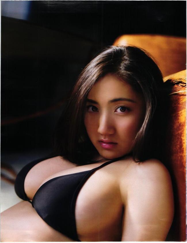 【おっぱい】幼い頃からFカップの巨乳で今でも大人気なグラビアアイドルの紗綾ちゃんの大きなおっぱい画像がエロすぎる!【30枚】 24