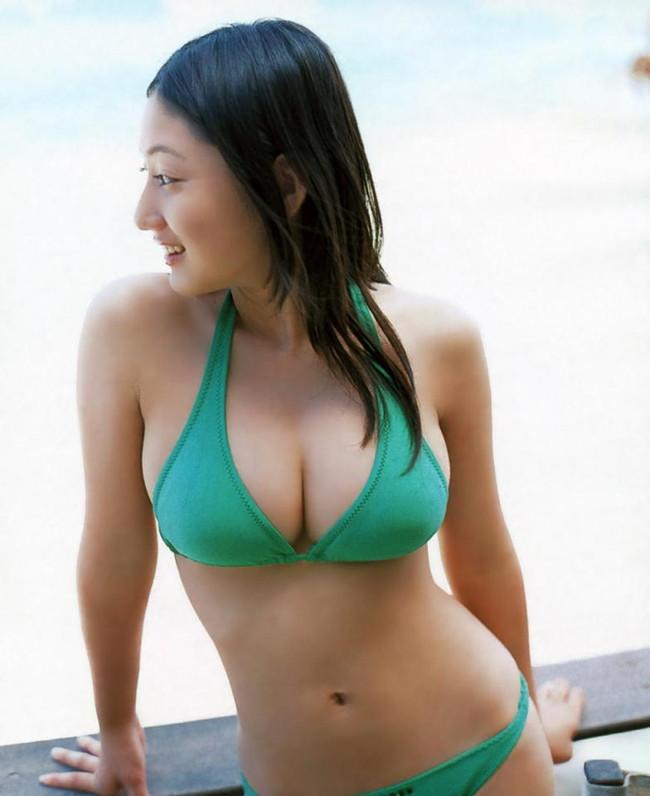 【おっぱい】幼い頃からFカップの巨乳で今でも大人気なグラビアアイドルの紗綾ちゃんの大きなおっぱい画像がエロすぎる!【30枚】 29