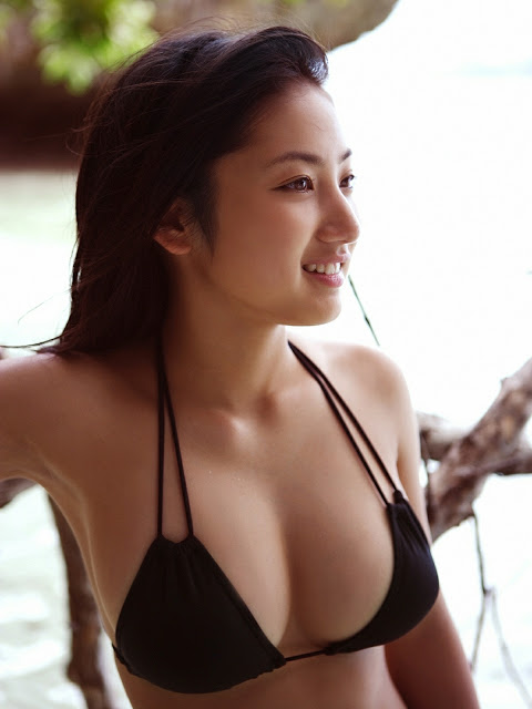 【おっぱい】幼い頃からFカップの巨乳で今でも大人気なグラビアアイドルの紗綾ちゃんの大きなおっぱい画像がエロすぎる!【30枚】 30