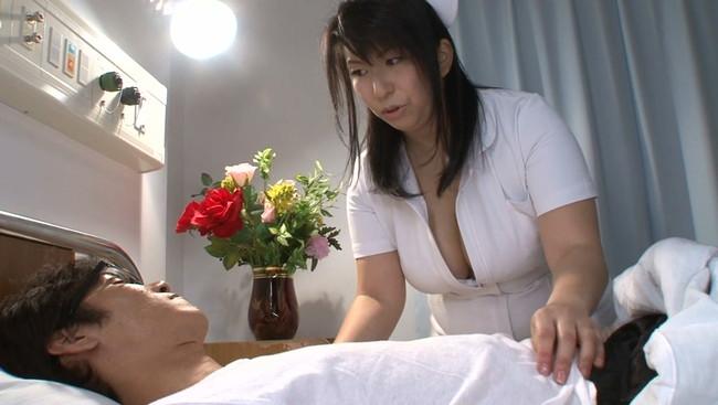 【おっぱい】入院したら変態看護婦さんに捕まった?!爆乳で美熟女なベテランナースの女性のおっぱい画像がエロすぎる!【30枚】 03