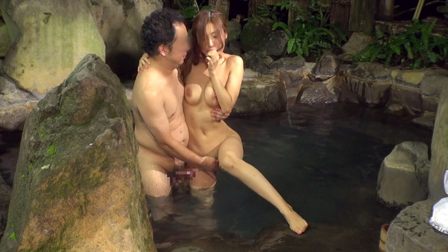 【おっぱい】温泉に行ったら絶対呼ぼう!ピンクコンパニオンをしている女の子のおっぱい画像がエロすぎる!【30枚】 04