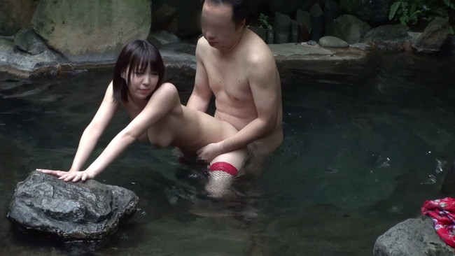 【おっぱい】温泉に行ったら絶対呼ぼう!ピンクコンパニオンをしている女の子のおっぱい画像がエロすぎる!【30枚】 30