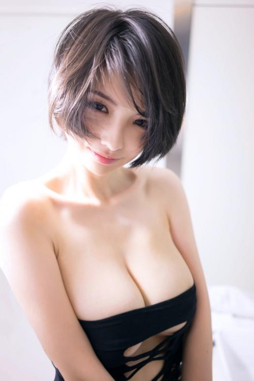 【おっぱい】幼い表情の少女が見せるおっぱいがエロすぎる! 27