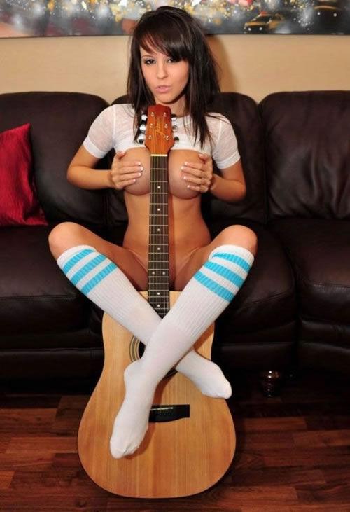 【おっぱい】おっぱいとギターのコラボがロックでエロすぎる! 13