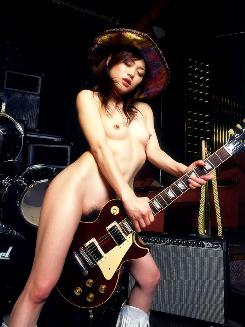 【おっぱい】おっぱいとギターのコラボがロックでエロすぎる! 17