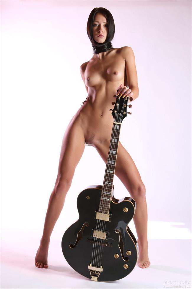 【おっぱい】おっぱいとギターのコラボがロックでエロすぎる! 19