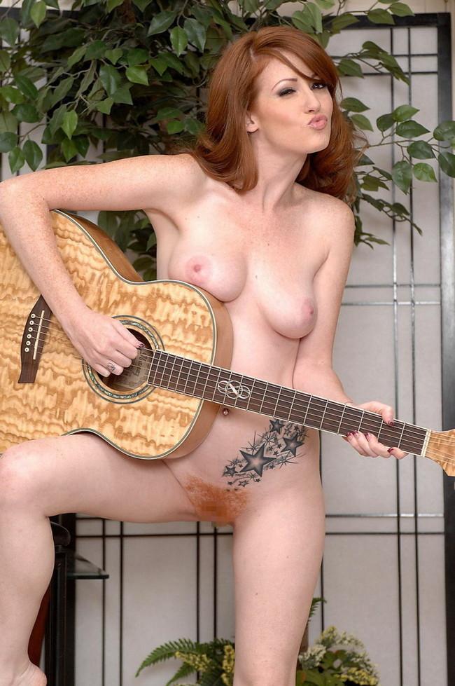 【おっぱい】おっぱいとギターのコラボがロックでエロすぎる! 23