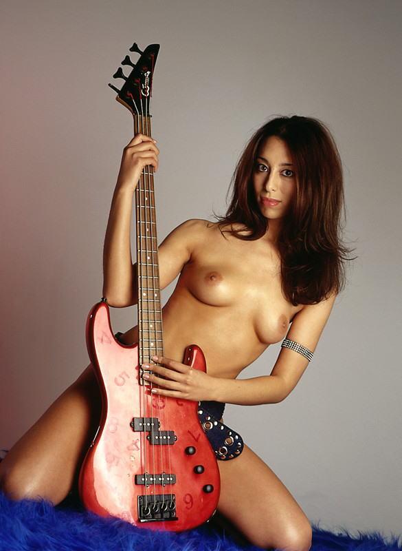 【おっぱい】おっぱいとギターのコラボがロックでエロすぎる! 28