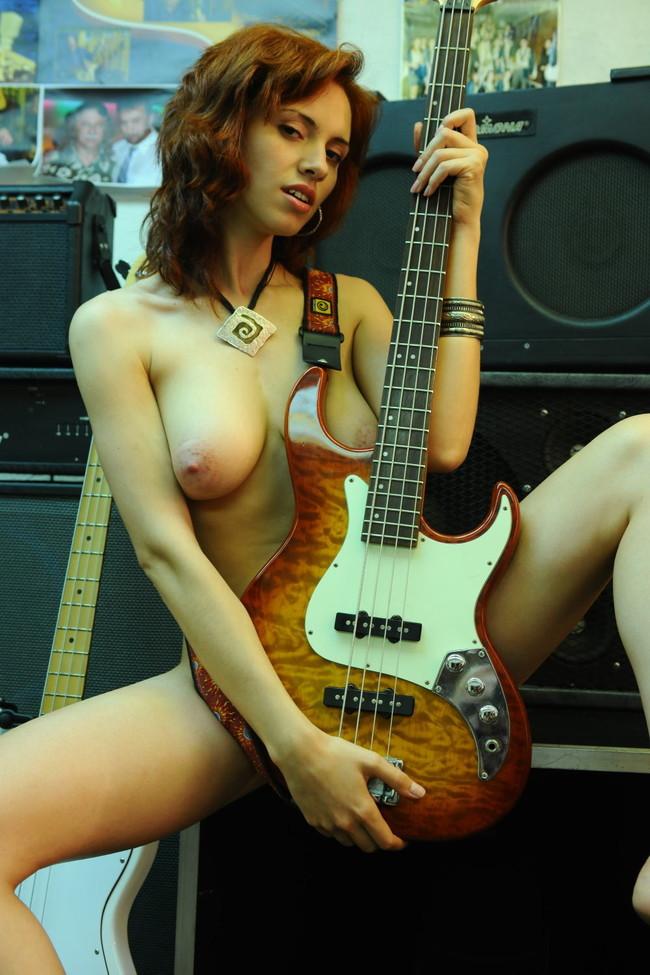 【おっぱい】おっぱいとギターのコラボがロックでエロすぎる! 29