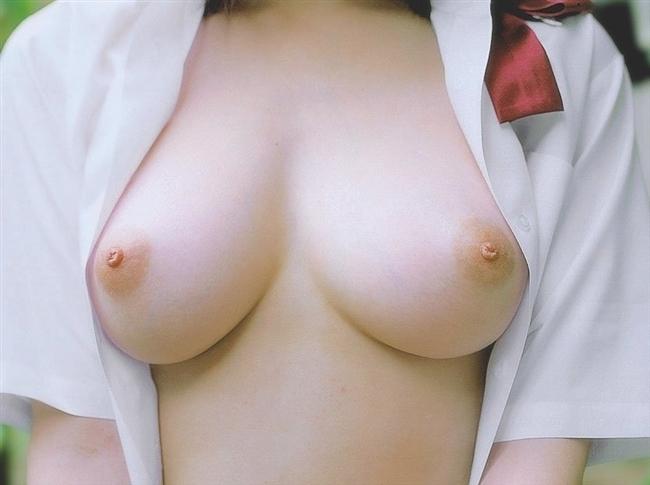 【おっぱい】女子校生の制服から覗くおっぱいがエロすぎる! 22