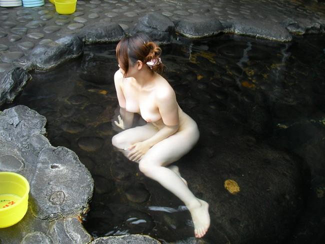 【おっぱい】露天風呂で油断した女がおっぱいを丸出しでエロすぎる!