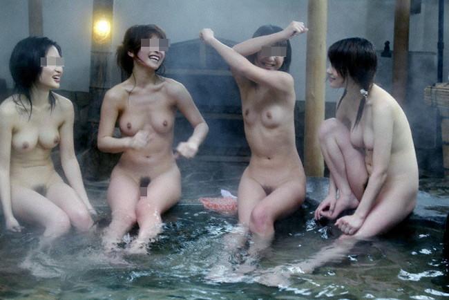 【おっぱい】露天風呂で油断した女がおっぱいを丸出しでエロすぎる! 05