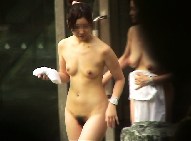 【おっぱい】露天風呂で油断した女がおっぱいを丸出しでエロすぎる! 09