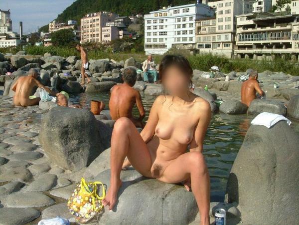 【おっぱい】露天風呂で油断した女がおっぱいを丸出しでエロすぎる! 10