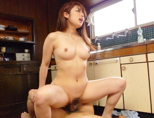 【おっぱい】男子禁制のキッチンでおっぱい丸出しの女がエロすぎる!【30枚】 25