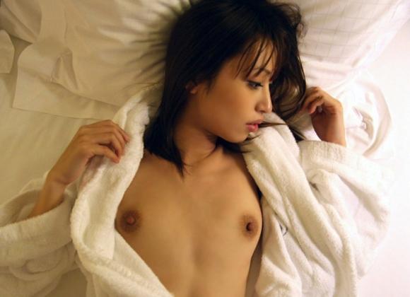 【おっぱい】お風呂上がりのバスローブから見えるおっぱいがエロすぎる!【30枚】 04